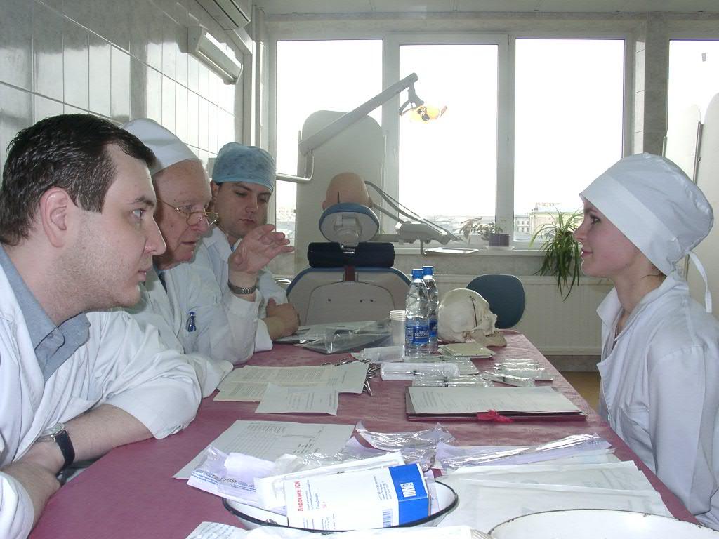 Волнуюсь на экзамене по хирургической стоматологии, принимает академик, д.м.н. Бажанов Н.Н.
