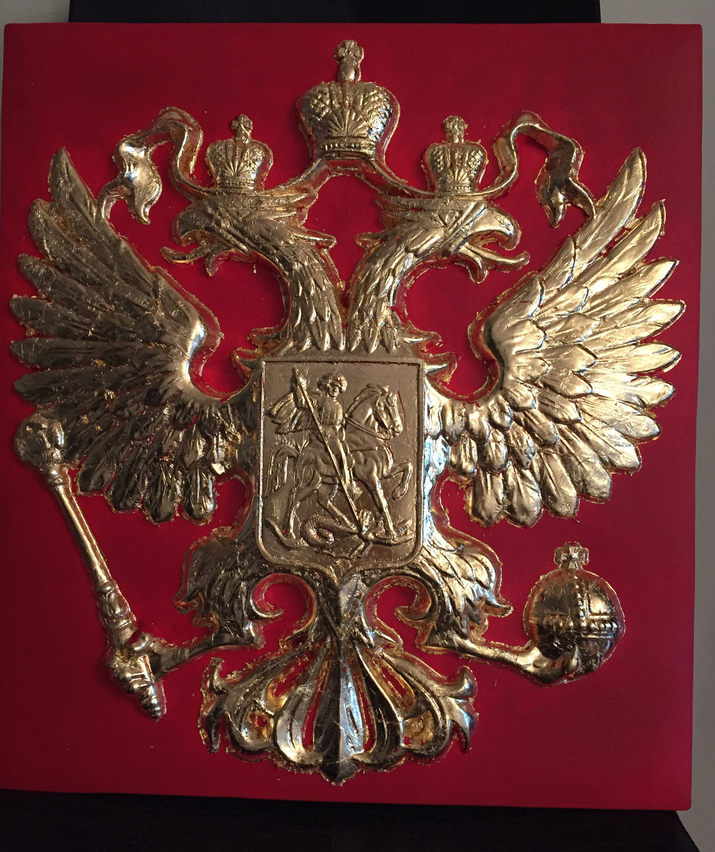 -красный-грунт-на-герб-зафиксировано-сусальное-золото